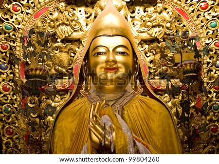 Zhong Ke Ba, Famous Monk, Founder of Yellow Hat Buddhism Altar Offerings Yonghe Gong Buddhist Lama Temple Beijing China Built in 1694, Yonghe Gong is the largest Buddhist Temple in Beijing. Stok fotoğraf ©