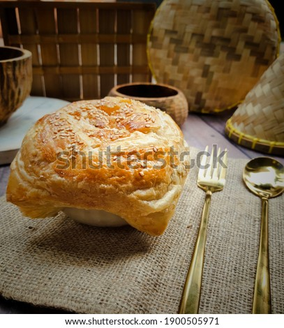 zupa zupa, chicken soup topped with bread, blurry texture Zdjęcia stock ©