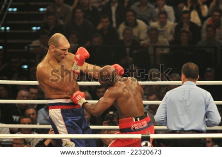 ZURICH - DECEMBER 20: Nikolai Valuev (L) fights Evander Holyfield (R) during the WBA Heavyweight Championship fight on December 20, 2008 in Zurich.  Holyfield lost the bout.