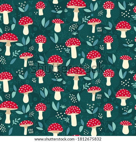 Amanita mushroom seamless pattern design - cute red mushrooms with white dots on green background Foto stock ©