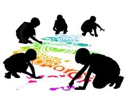 children draw on the floor by chalk