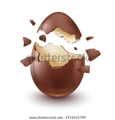 Chocolate egg, child's surprise for Easter and holidays, broken. Stock foto ©