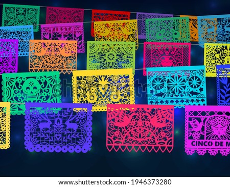 Colorful mexican perforated papel picado banner. Traditional Mexican party decorations. Foto stock ©