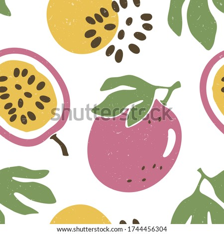 Cute passion fruit seamless pattern. Ripe passion fruit, lobules and seeds on white background. Vector shabby hand drawn illustration
