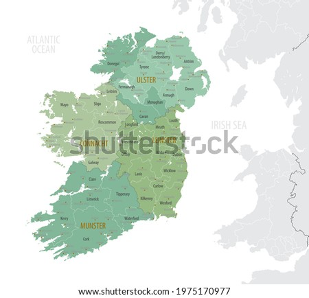 Detailed map of Ireland with administrative divisions into provinces and counties, major cities of the country, vector illustration onwhite background Foto stock ©