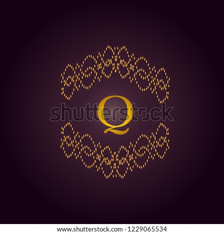 Elegant template of an elegant golden monogram. Design of the Q logo for royalty, business cards, boutique, hotel, heraldry, web design. Vector illustration