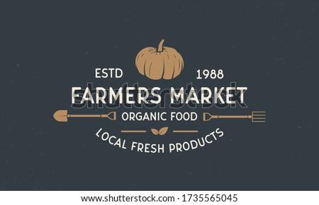 Farmer vintage logo. Farmers Market template logo with shovel and pitchfork. Modern design poster. Label, badge, poster for Farmer's market, grocery store, food store. Vector illustration ストックフォト ©