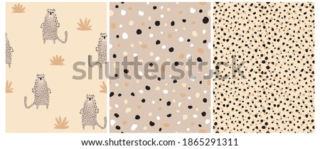 Funny Safari Party Seamless Vector Patterns Set. Wild Cat. Cute Infantile Style Nursery Art with Brown Leopard ideal for Fabric, Textile. Abstract Leopard Skin Repeatable Print. Irregular Spots. Foto stock ©