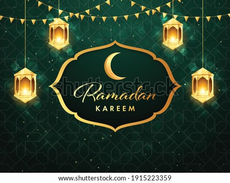 Golden Ramadan Kareem Font With Crescent Moon, Illuminated Lanterns Hang And Bunting Flags On Green Lights Effect Islamic Pattern Background. Photo stock ©