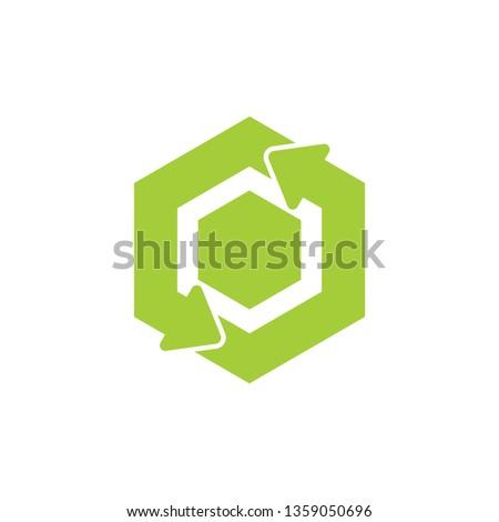 green recycle circle hexagonal arrow symbol logo vector Foto stock ©