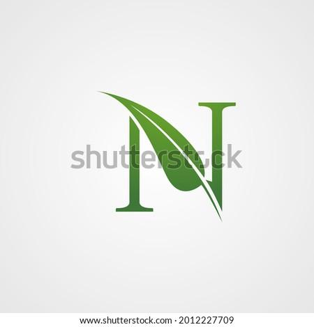 Green Single Letter N Leaf Logo Vector Foto stock ©