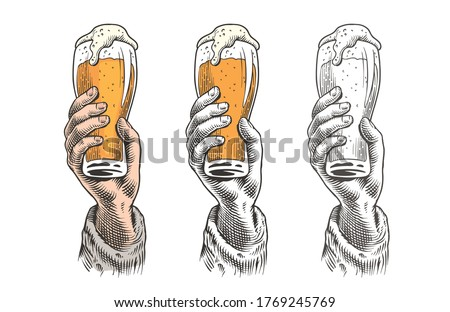 Hand holding a beer glass. Vintage engraving style vector illustration. Zdjęcia stock ©