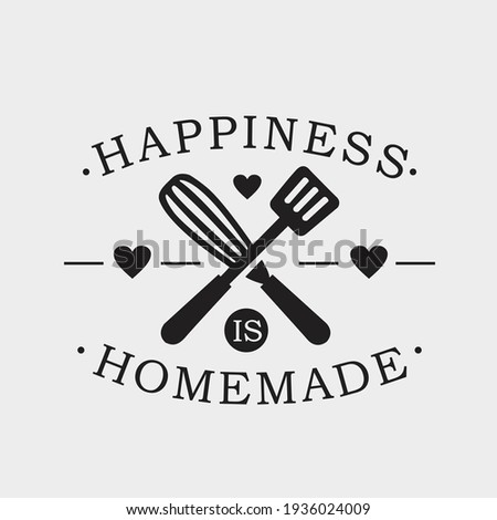 Happiness Is Homemade phrase  calligraphic sign with kitchen utensils. Elegant lettering and tool for food preparation, cooking. Typography vector illustration. Foto d'archivio ©