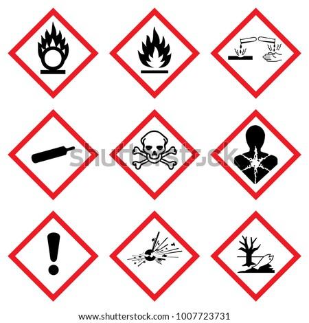 Hazard icon. Hazardous symbols. Ghs Warning signs. Vector danger hazardous sign. Klasyfikacji i Oznakowania Chemikaliów. Kennzeichen Set Sammlung Symbole Piktogramme. Foto stock ©