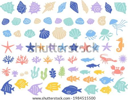 Illustration icon set of various sea creatures (seashells, starfish, coral, seaweed, and tropical fish)