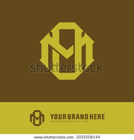 Initial letters M, O, MO or OM overlapping, interlocked monogram logo, yellow color on brown background Foto stock ©
