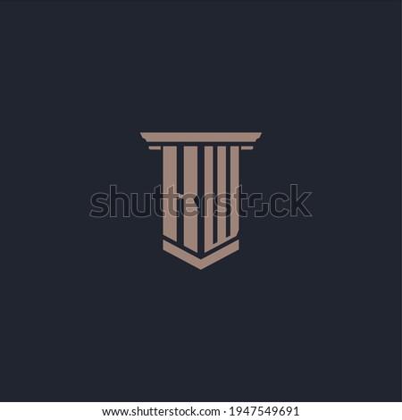 KW initial monogram logo with pillar style design Foto stock ©