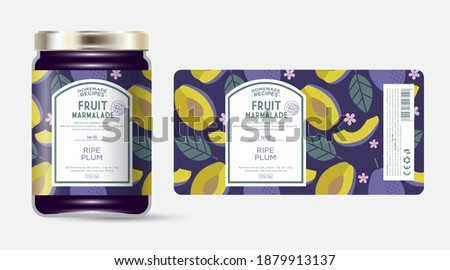 Label and packaging of dark plum marmalade. Jar with label. Text in frame with stamp (sugar free) on seamless pattern with fruits, flowers and leaves. Foto stock ©