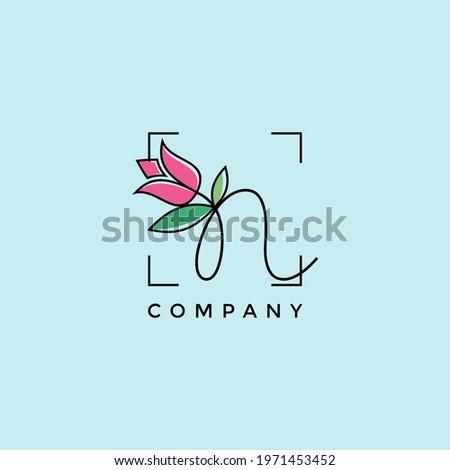 Letter N Beautiful Flower Logo Design Vector Graphic Illustration Foto stock ©
