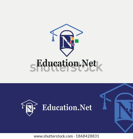 Letter N education and academy logo concept with pencil and toga hat for techno theme Foto stock ©