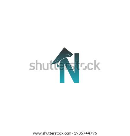 Letter N logo icon with graduation hat design vector illustration Foto stock ©