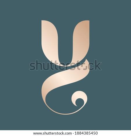 Letter Y logo.Decorative creative typographic icon isolated on dark background.Ornate symbol icon for beauty, fresh, elegant, luxury brand.Alphabet initial.Shiny metallic golden color. Foto stock ©
