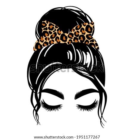 Messy hair bun with leopard bandana or headwrap, vector woman silhouette. Beautiful girl drawing illustration. Female hairstyle. Long black lashes, closed eyes isolated on white. Foto stock ©