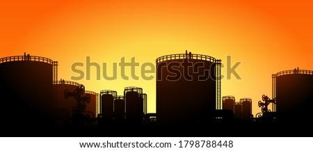 oil tank storage in oil refinery petrochemical industry estate Stok fotoğraf ©