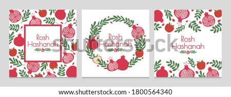 Rosh hashanah. Jewish new year greeting cards with pomegranate and apple. Judaism shana tova holiday vector backgrounds. Wreath with plant leaves and fruit. Festive event invitation set Foto stock ©