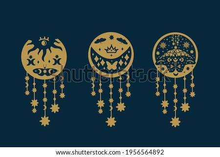 Set of gold butterflies on black. Collection of illustrations with fluttering insects doodle wings. Starry background of magic moth wings. Vector illustration Foto stock ©