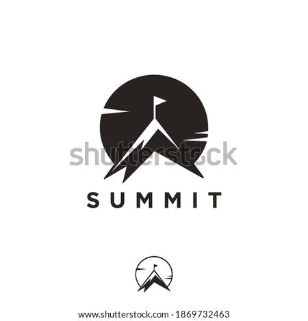 Simple Summit and sun logo, mountain peak logo icon vector template on white background ストックフォト ©