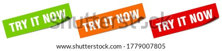 try it now sticker. try it now square isolated sign Foto stock ©