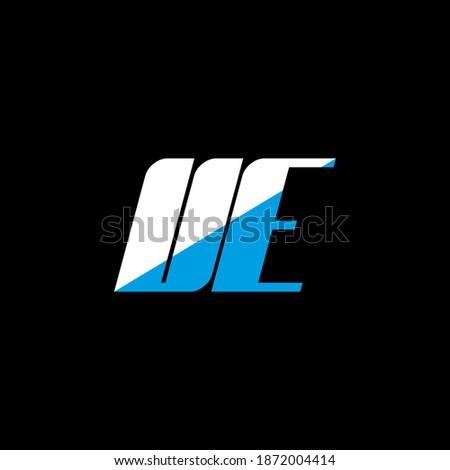 UE letter logo design on black background. UE creative initials letter logo concept. UE icon design. UE white and blue letter icon design on black background. U E Foto stock ©
