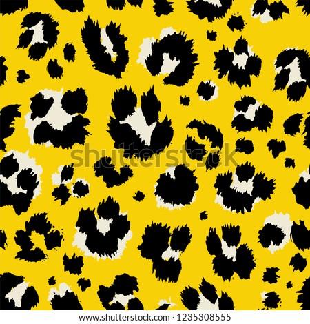 Vector illustration leopard print seamless pattern. Yellow hand drawn background.