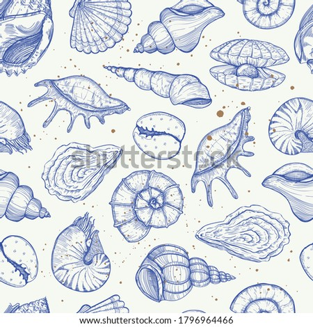 Vector summer seamless pattern with seashells and mussels. Sea tropical background sketch style, with various mollusk, shells different forms. Hand drawn illustration for wrapping paper, fabric print. Foto stock ©