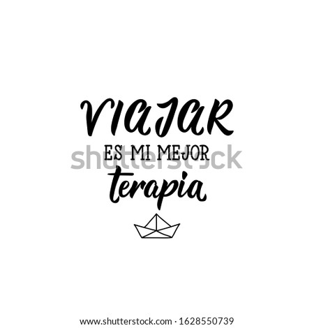 Viajar es mi mejor terapia. Lettering. Translation from Spanish - Travel is my best therapy. Element for flyers, banner and posters. Modern calligraphy Foto stock ©