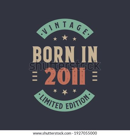 Vintage born in 2011, Born in 2011 retro vintage birthday design Foto stock ©