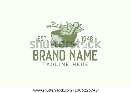 Vintage herbal logo vector graphic with mortar, pestle, and herbal. Foto stock ©