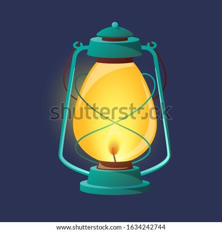 Vintage oil lantern, metal lamp. Antique lamp kerosene vintage lantern сamping. Foto d'archivio ©