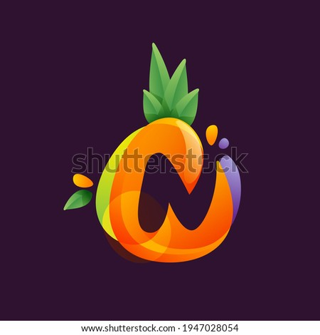 Vivid Pineapple fruit with Letter N negative space logo. Vector tropical font can be used for vegetarian company style, ecology presentation, exotic summer card or tasty posters. Foto stock ©