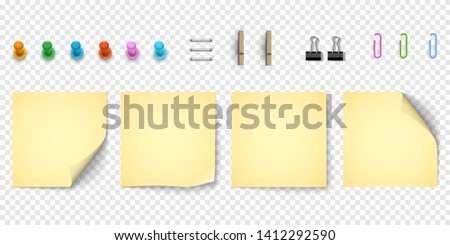 Yellow note paper with curled corner, collection of various elements . Realistic sticky note paper and pinned pushbuttons,paper clips. Isolated background. Front view. - Vector Foto d'archivio ©