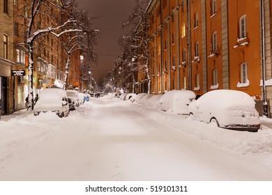 Stockholm 9 november 2016, Snow-covered cars on Norrtullsgatan, Stockholm