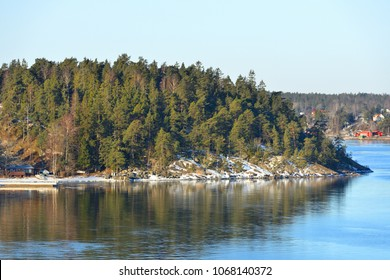 Stockholm archipelago, largest archipelago in Sweden, and second-largest archipelago in Baltic Sea. Archipelago extends from Stockholm roughly 60 kilometres (37 mi) to east. March