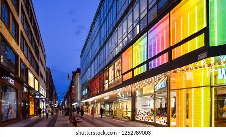3f5e6c0c Stockholm, Sweden - Aug. 1, 2018: Night time shopper scene, Drottninggatan