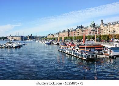 STOCKHOLM, SWEDEN – August 27 2013: The promenade Strandvägen in Stockholm in the district Östermalm with the club Strandbryggan.