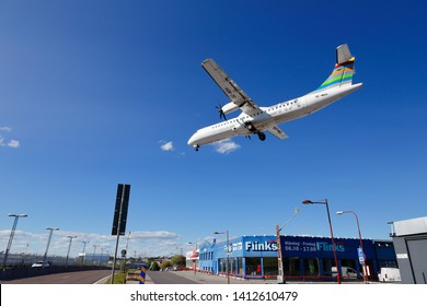 Stockholm, Sweden - May 31, 2019: Braathens Regional Airlines, BRA,  ATR 72-500 (SE-MDH) on final approach to the Stockholm Bromma airport with deployed landing gear.