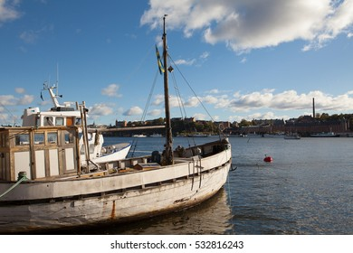 STOCKHOLM, SWEDEN - OCTOBER 04, 2016: Little canal travel boats at the embankment of the Riddarfjord, Kungsholmen island, in the historical city center