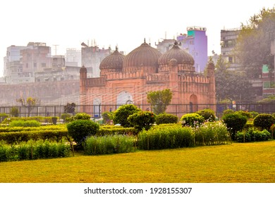Stock-Photo-17th century Mughal tomb of Pari Bibi in Lalbagh Fort also known as Kella Lalbag or Fort Aurangbad fort complex, Historical place in Dhaka city. Dhaka, Bangladesh.