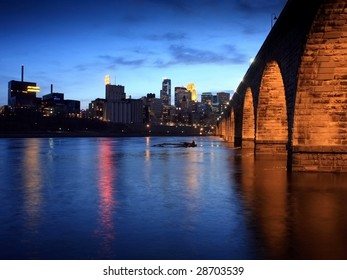 Stone Arch bridge over Mississippi in downtown Minneapolis