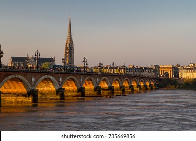 The stone bridge, Pont de Pierre, of Bordeaux, France. The first bridge over the Garonne river, built up by Napoleon to connect la Bastide with the left side of the river.